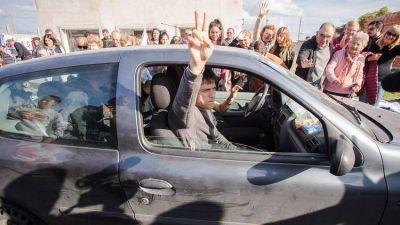Kicillof volverá a la ruta, tomará distancia de la campaña nacional y se enfocará en conseguir más votos en las ciudades donde perdió