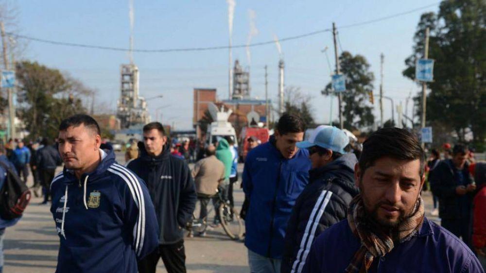 Por el conflicto con la Uocra en Ensenada, YPF podría suspender una inversión de USD 700 millones
