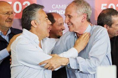 Mendoza: la UCR celebró en un bastión del PJ, que retuvo tres intendencias