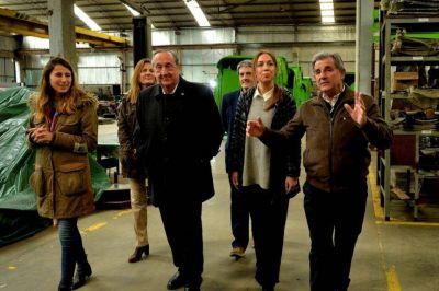 Vidal vuelve a marcar diferencia de Macri y se reúne con industriales
