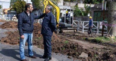 Tagliaferro supervisó el plan cloacal en Barrio Gaona y reconoció que «la gente pedía llegar mejor a fin de mes»