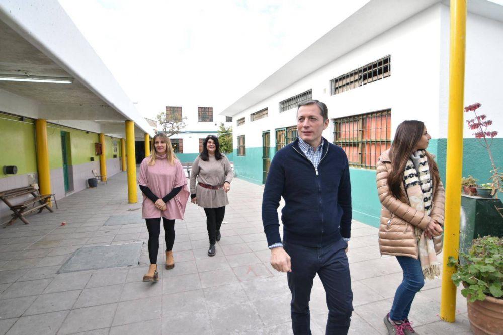 Fernando Gray supervisó avance de obras en la escuela primaria nº 24