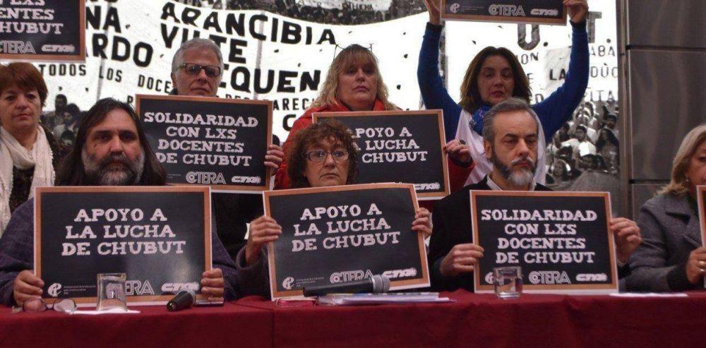 Por el conflicto y la violencia en Chubut, hay huelga de maestros en todo el país