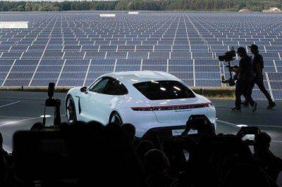El auto eléctrico de Porsche: con 5 minutos enchufado puede andar 100 kilómetros