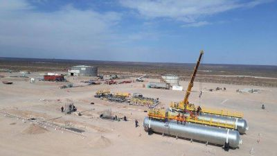 YPF y Petronas construyen una planta para tratar crudo en Vaca Muerta