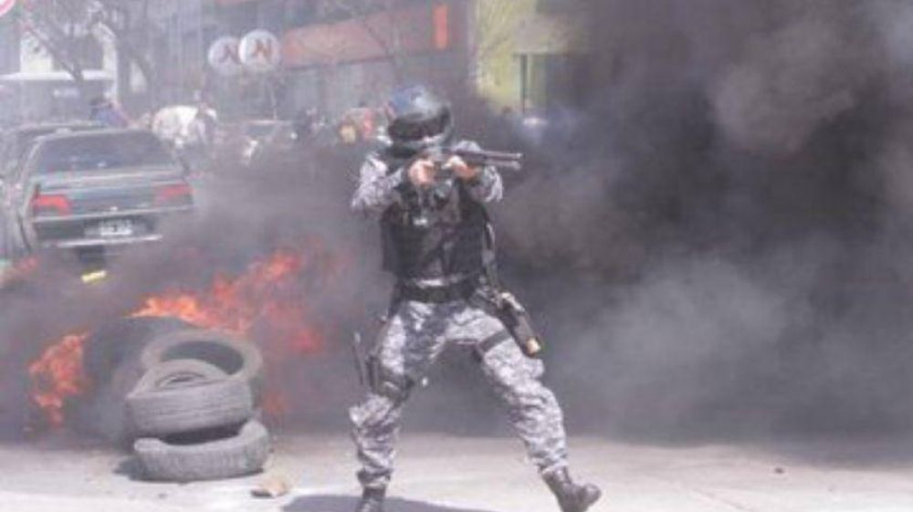 Córdoba: una protesta de Luz y Fuerza terminó con graves incidentes y 12 detenidos