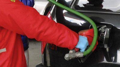 Por el congelamiento de combustibles, el precio de la nafta ya acumula casi 20% de atraso