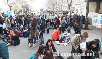 Docentes municipales realizarán una marcha de antorchas por la crisis del sector