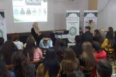 La Sociedad Árabe Musulmana-Centro Islámico de Córdoba brindó una charla explicativa sobre el Islam a alumnos de la Universidad Siglo XXI