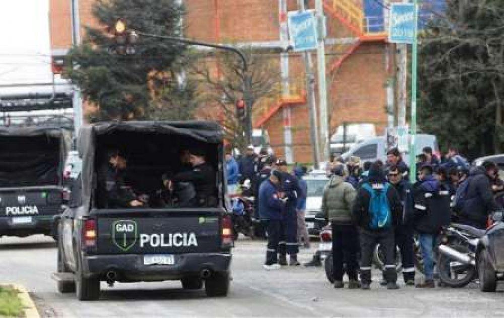 La Plata: reclamos de la Uocra por despidos en YPF