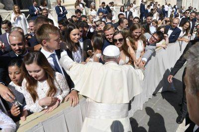 """El Papa propone dejarse inspirar por la Virgen """"con sentimientos cristianos"""""""