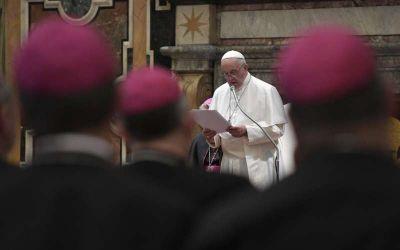 """Papa Francisco pidió a obispos no rodearse de """"lacayos"""" y sacerdotes """"trepas"""""""