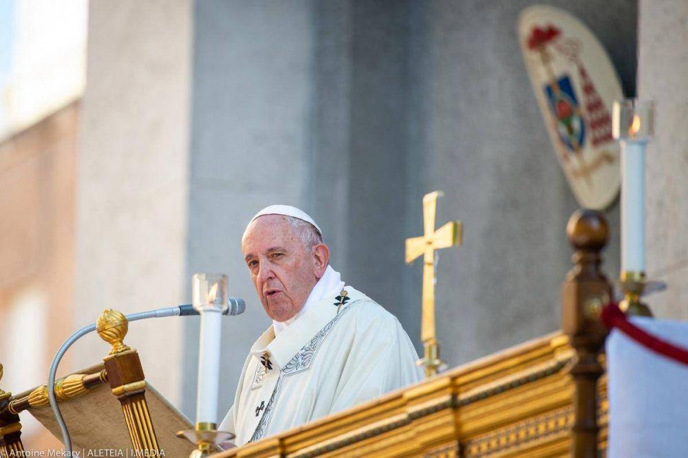 Papa Francisco: La cruz es la medida del amor y de la caridad