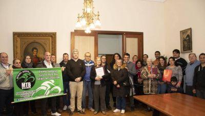 Consolidando su respaldo hacia las instituciones, el Intendente entregó dos nuevas Personerías Jurídicas