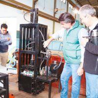 Epet de Oberá diseñó máquina para compactar residuos