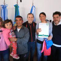 Fernando Gray inauguró CIC y entregó boletos de compraventa en Barrio La Victoria