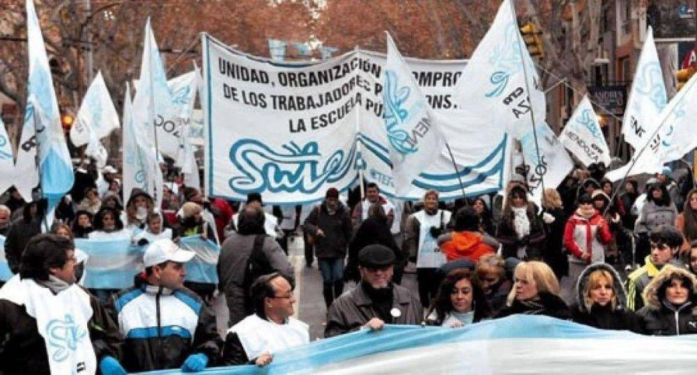 Mendoza multó a los gremios y organizaciones sociales por cortar la calle y por