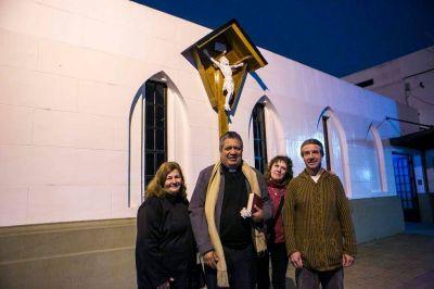 Entronización y bendición en la parroquia Nuestra Señora de la Victoria