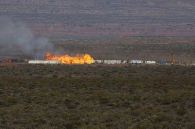 Llegaron especialistas extranjeros para apagar el incendio en el pozo de YPF