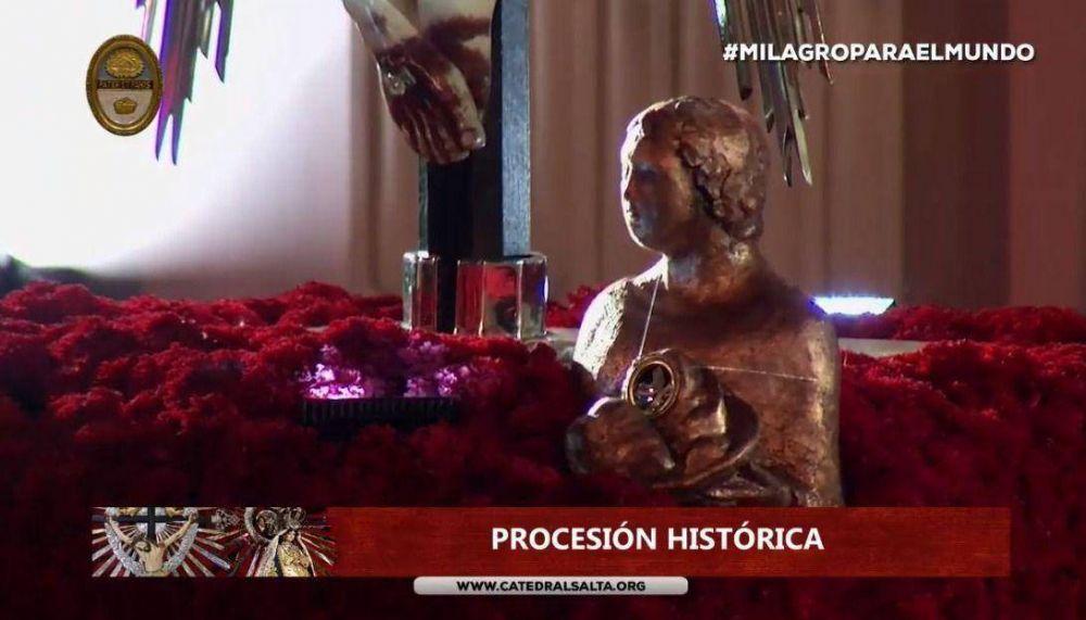 Las reliquias de los Santos Patronos fundacionales de Salta, a los pies del Señor del Milagro