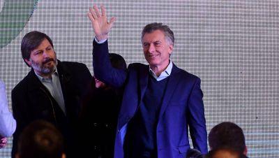 Empleados públicos y periodistas, los que más salarios perdieron en la era Macri