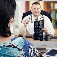 Telemedicina en las prepagas: cada vez más reemplazan al médico a domicilio por el chat