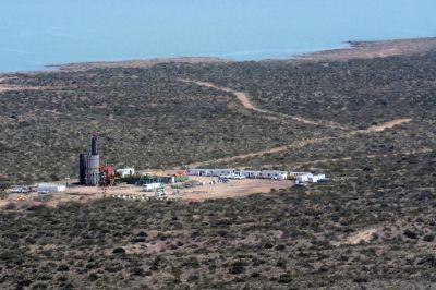 YPF continúa con las tareas de contención y monitoreo del pozo en Loma La Lata