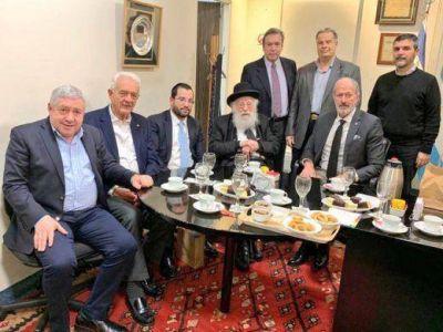 El líder del BUR, Rab Samuel Levin, fue recibido por las autoridades de la DAIA