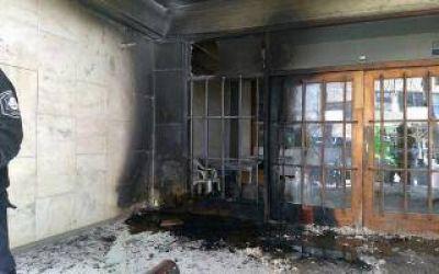 Mar del Plata: Incendio en una entrada del Municipio