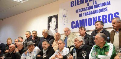 Hugo Moyano se ve con la mesa chica de la CGT, con la mira puesta en la reunificación