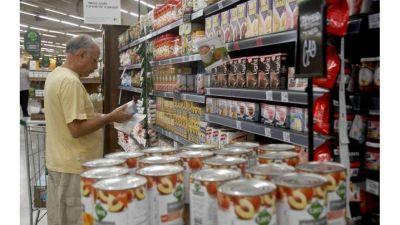 Las ventas en supermercados bajaron 12,7% en julio y sumaron 13 caídas consecutivas