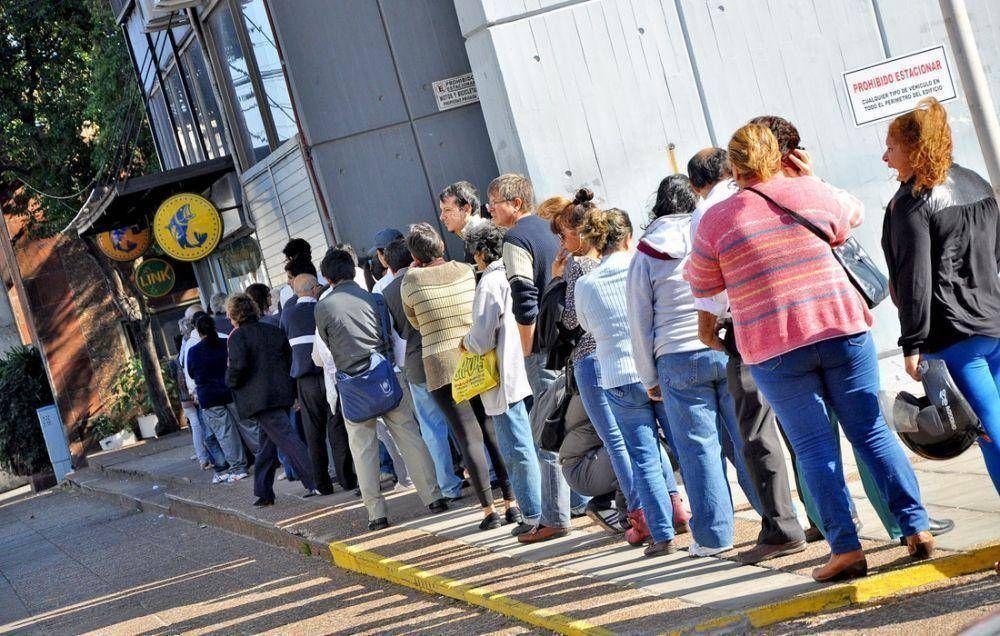 Corrientes anunció aumento salarial del 10% a estatales para octubre