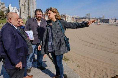 El intendente municipal Carlos Arroyo recorrió la recuperada playa de Las Toscas