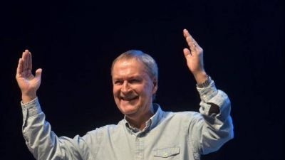 Con la cabeza gacha, Schiaretti fumó la pipa de la paz con Alberto Fernández