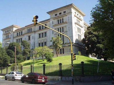 El Ministerio de Educación llamó a licitación para retirar el asbesto de numerosas escuelas porteñas