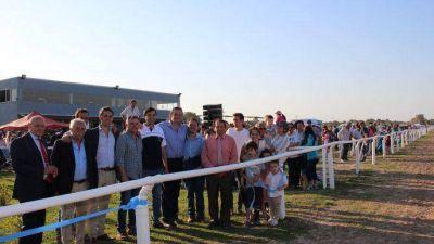 El intendente Etchevarren celebró la re apertura del hipódromo de Dolores