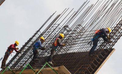 Para los especialistas, el decreto que reduce las indemnizaciones laborales es inconstitucional