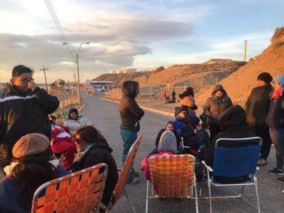 Conflicto en Chubut: los docentes levantaron el bloqueo a la planta de YPF