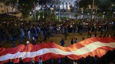 Perú: Presidente disuelve parlamento. La Iglesia convoca jornada de oración