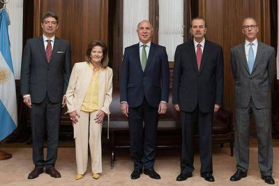 La Corte volteó los decretos de Macri y obliga al gobierno a compensar a las provincias por la quita del IVA y ganancias