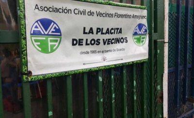 Vecinos de Boedo denuncian problemas pluviales y cloacales en una plaza donde también funciona un club