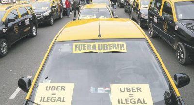 Los taxistas lanzan protestas y denuncian que Uber y Cabify destruyeron 10 mil puestos de trabajo