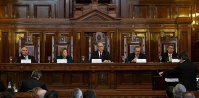 El Gobierno le pide a la Corte Suprema discutir con gobernadores la quita al IVA y Ganancias