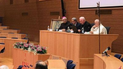 Congreso sobre 40 años de Puebla: La Iglesia está en medio de la gente común