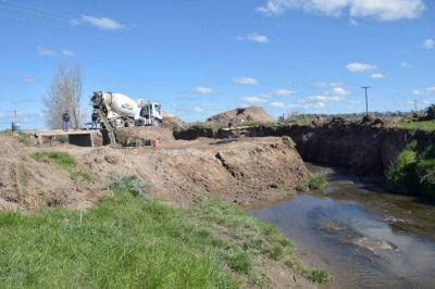 """Avanza la reconstrucción del puente en el camino """"El Croto"""""""