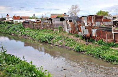 Investigadores de la UNLP encontraron un alto grado de contaminación en el Arroyo Regimiento