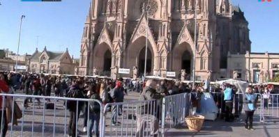 Con cantos y rezos, miles de fieles de todo el país peregrinaron a Luján