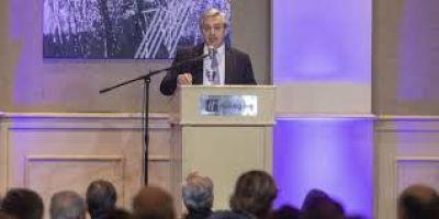 Fernández, el monstruo de la deuda y el canto de sirenas de la salida uruguaya