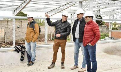 López aseguró que continúan la construcción del natatorio pese a que la Provincia trabó los fondos