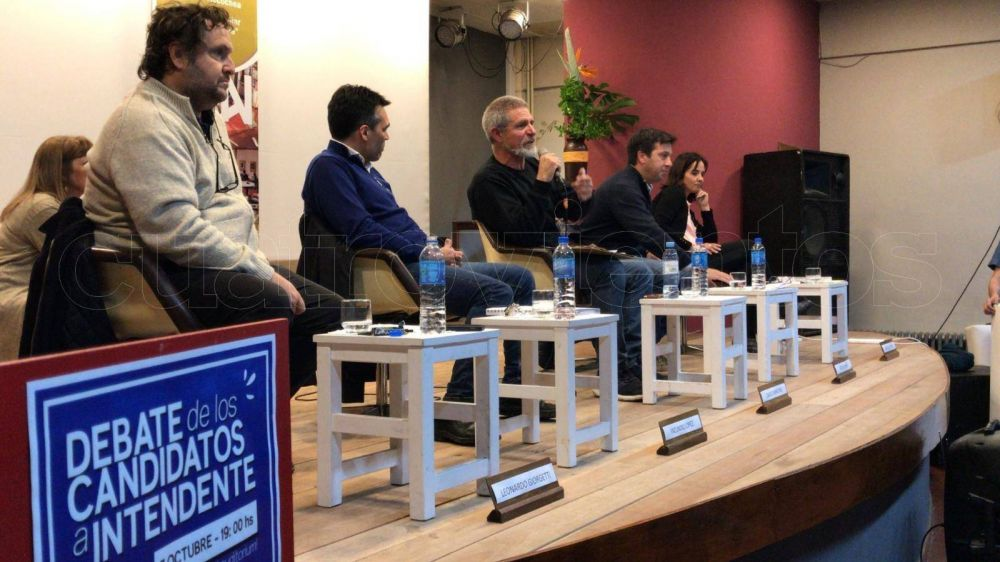 Video: Los cinco candidatos a intendente debatieron en el Centro Cultural